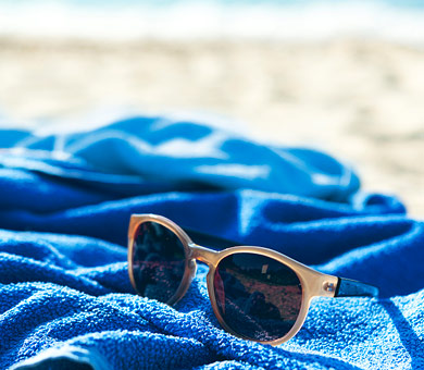Sonnenbrille am Strand - VW FS | Rent-a-Car